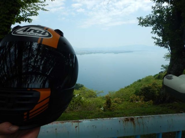 ヘルメットと琵琶湖